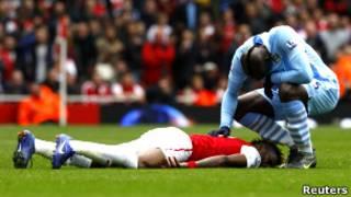 Марио Балотелли извиняется за грубую игру