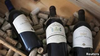 Бутылки с вином в коробке