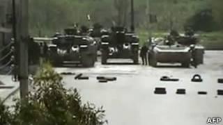 Imagem colocada no YouTube mostra tanques nas ruas de Homs nesta terça-feira