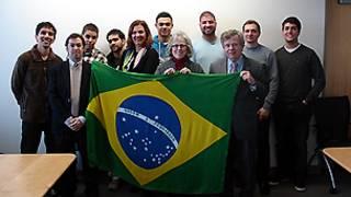 Grupo de estudantes brasileiros na Catholic University of America (CUA), em Washington D.C.