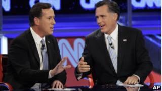 Rick Santorum (à esquerda) e Mitt Romney em debate (foto de arquivo)