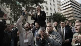 مظاهرات امام مجلس اشعب ضد قرار تشكيل جمعية الدستور