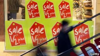 Cartaz anuncia promoção em loja britânica (Foto: Getty)