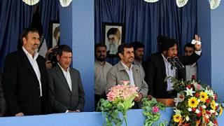 أحمدي نجاد لدى زيارته لجزيرة ابو موسى