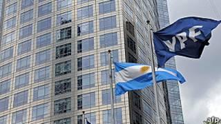 Bandera de YPF y Argentina