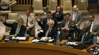 Виталий Чуркин и другие постпреды голосуют в Совбезе ООН