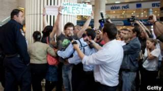ناشطون مؤيدون للفلسطينيين في مطار بن غوريون