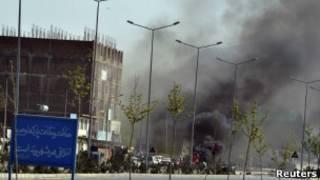 Bombardeio de militantes no Parlamento afegão. | Foto: Reuters