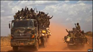 جنود من جيش جنوب السودان في طريقهم إلى هجليج