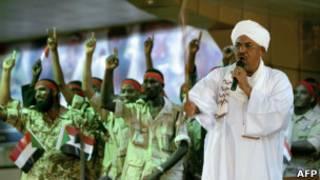 البشير يخاطب جنودا سودانيين (أرشيف)