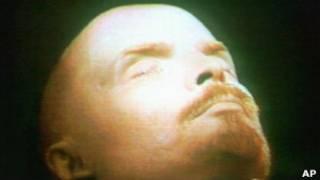 Владимир Ленин в Мавзолее на Красной площади