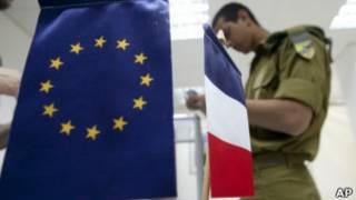 Soldado de nacionalidade francesa vota em consulado em Tel Aviv (AP)