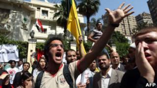 محتجون امام السفارة السعودية في القاهرة