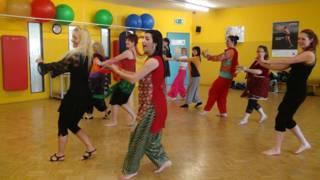 फर्दा बॉस पिछले कई वर्षों से जर्मन लड़कियों को बॉलीवुड डांस की शिक्षा दे रही हैं