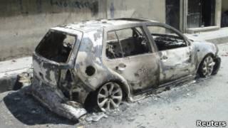 Сгоревшая машина в Хомсе