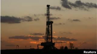 Perfuração da Chevron em reservas de xisto da Polônia, em foto de 2011 (Reuters)