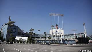 Estacionamento do estádio de baseball dos Dodgers, em Los Angeles (Reuters)