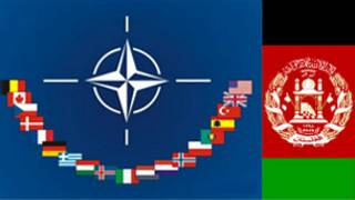 شعار الناتو والعلم الأفغاني