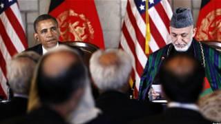 حامد کرزی و باراک اوباما پس از امضای پیمان استراتژیک
