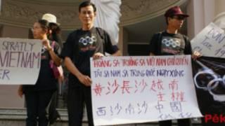 Blogger Điếu Cày trong một cuộc biểu tình chống Trung Quốc