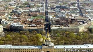 Вид на здание Адмиралтейства в Петербурге с высоты птичьего полета