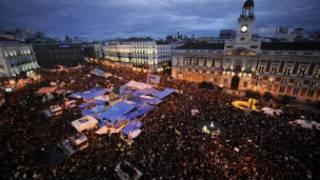 مخيم الغاضبون في ميدان بويرتا ديل سول في مدريد