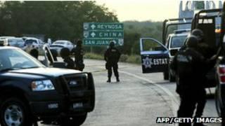 پلیس در محل کشف اجساد