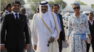 أمير قطر الشيخ حمد بن خليفة آل ثاني وزوجته الشيخة موزة بنت ناصر آل مسند