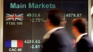 伦敦街头的股市显示屏