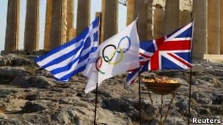 Передача олимпийского огня Великобритании