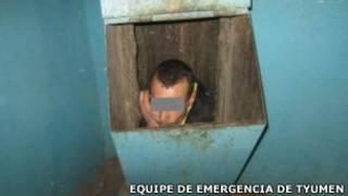 Homem escondido dentro de lixeira em Tyumen