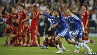 Игроки Челси бегут в восторге