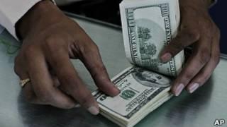 Notas de dólares (Foto AP)