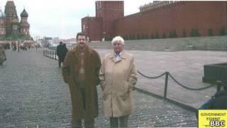 Виктор Бут и Эндрю Смулян на Красной площади в Москве
