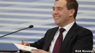 Медведев рассказывает единоросам о будущем партии