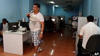Cibercafé en Cuba.