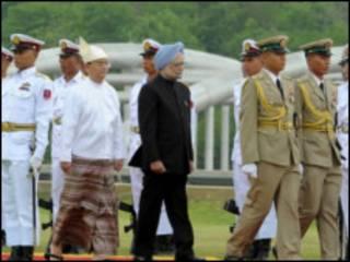အိန္ဒိယဝန်ကြီးချုပ်ကို သမ္မတကကြိုဆိုစဉ်