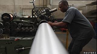 Funcionário de companhia metalúrgica de São Paulo (Reuters/Arquivo)