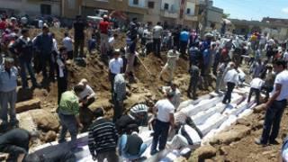دفن ضحايا مذبحة الحولة