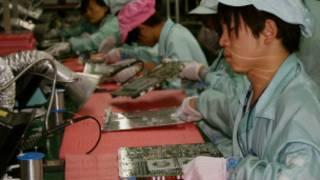 Trabalhador em fábrica de Shenzen (Foto: Fernanda Moreno-BBC Brasil)