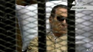 Mubarak durante julgamento (AFP)