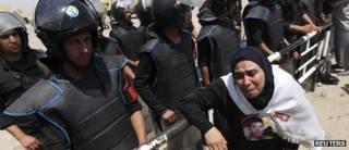 مصرية خارج مقر المحكمة