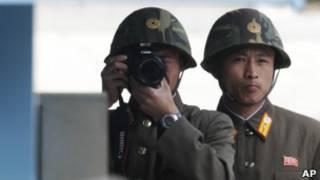 جنود كوريون شماليون على الحدود