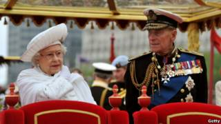 女王和丈夫爱丁堡公爵在查特维尔精神号上