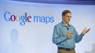 गूगल मैप के नए संस्करण की जानकारी देते ब्रायन मैक्लेंडन