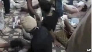 Imagem de vídeo que supostamente mostra sobreviventes do massacre em Hama, na Síria (Foto: AP Photo/Shaam News Network, SNN)