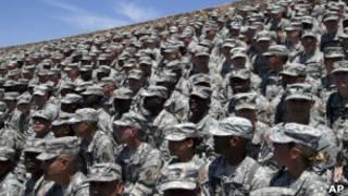 Американские солдаты ждут выступления президента