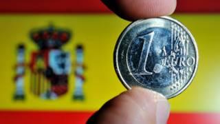 عملة من فئة يورو واحد وعلم اسبانيا