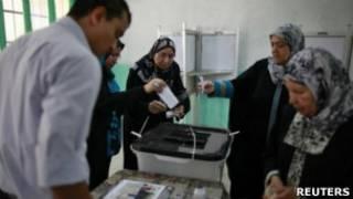Egípcios votam em pleito presidencial no dia 16 de junho de 2012