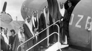 خمسة أبناء لمؤسس المملكة في صورة تعود للعام 1945